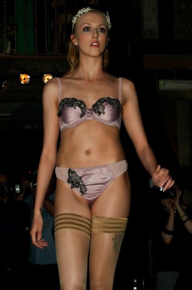 Девушки модели в щёлкинооспаривается секреты фигуры моделей