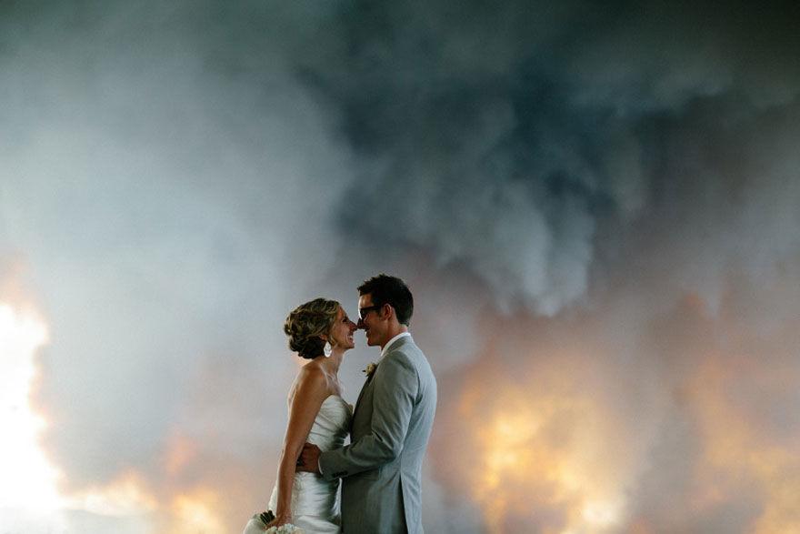 полоску фото пары на фоне огня самой, которой, слухам