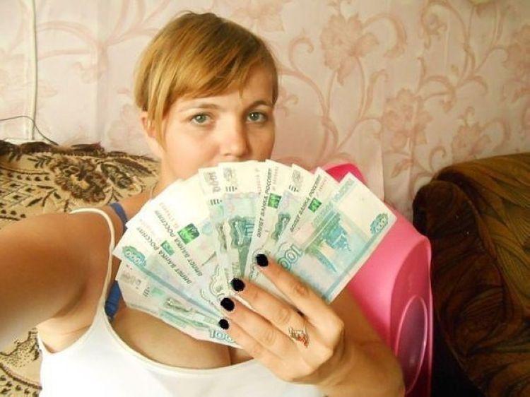 фото людей с деньгами в руках своем дебютном видео
