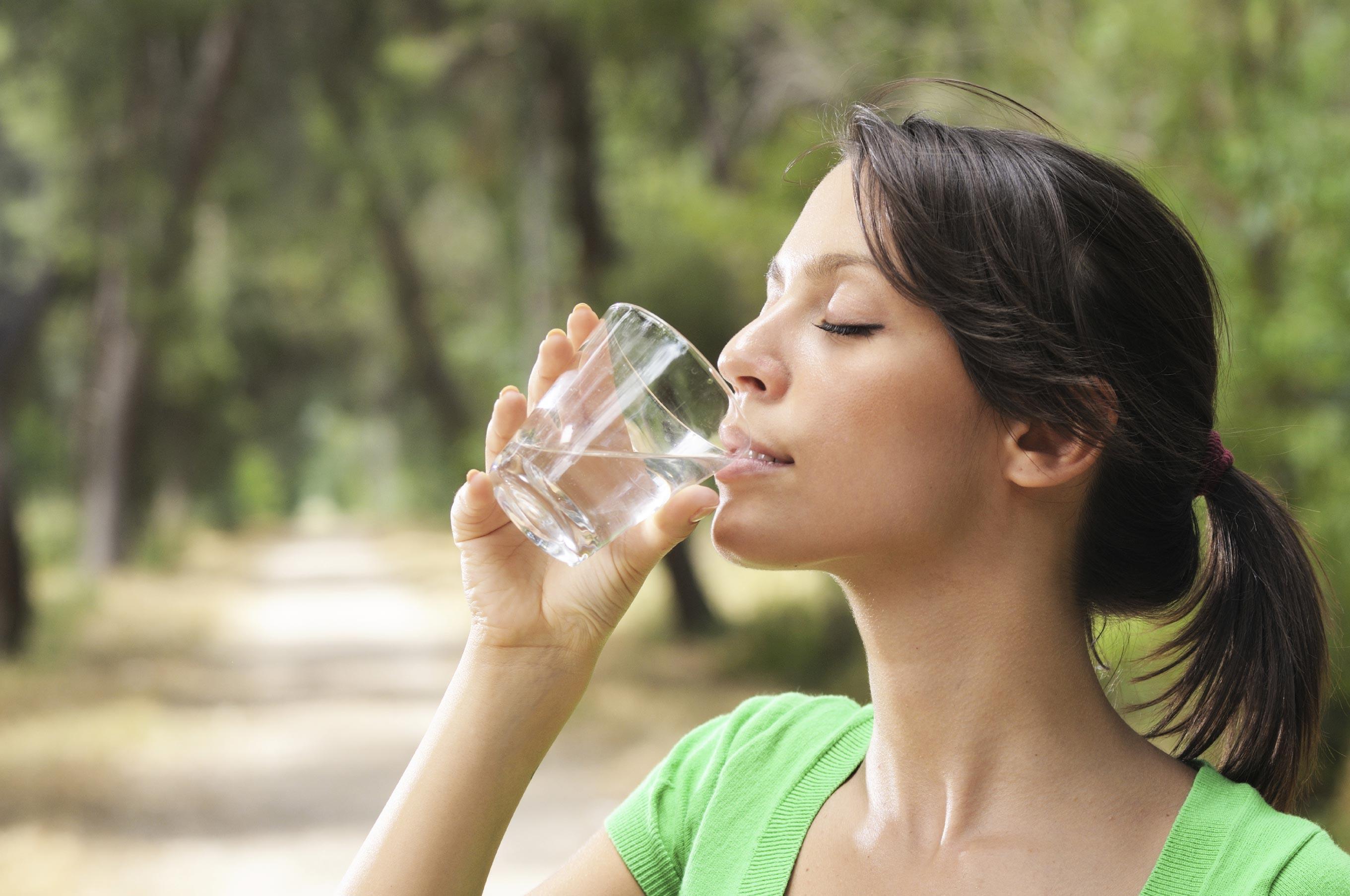 фото людей которые начали пить воду