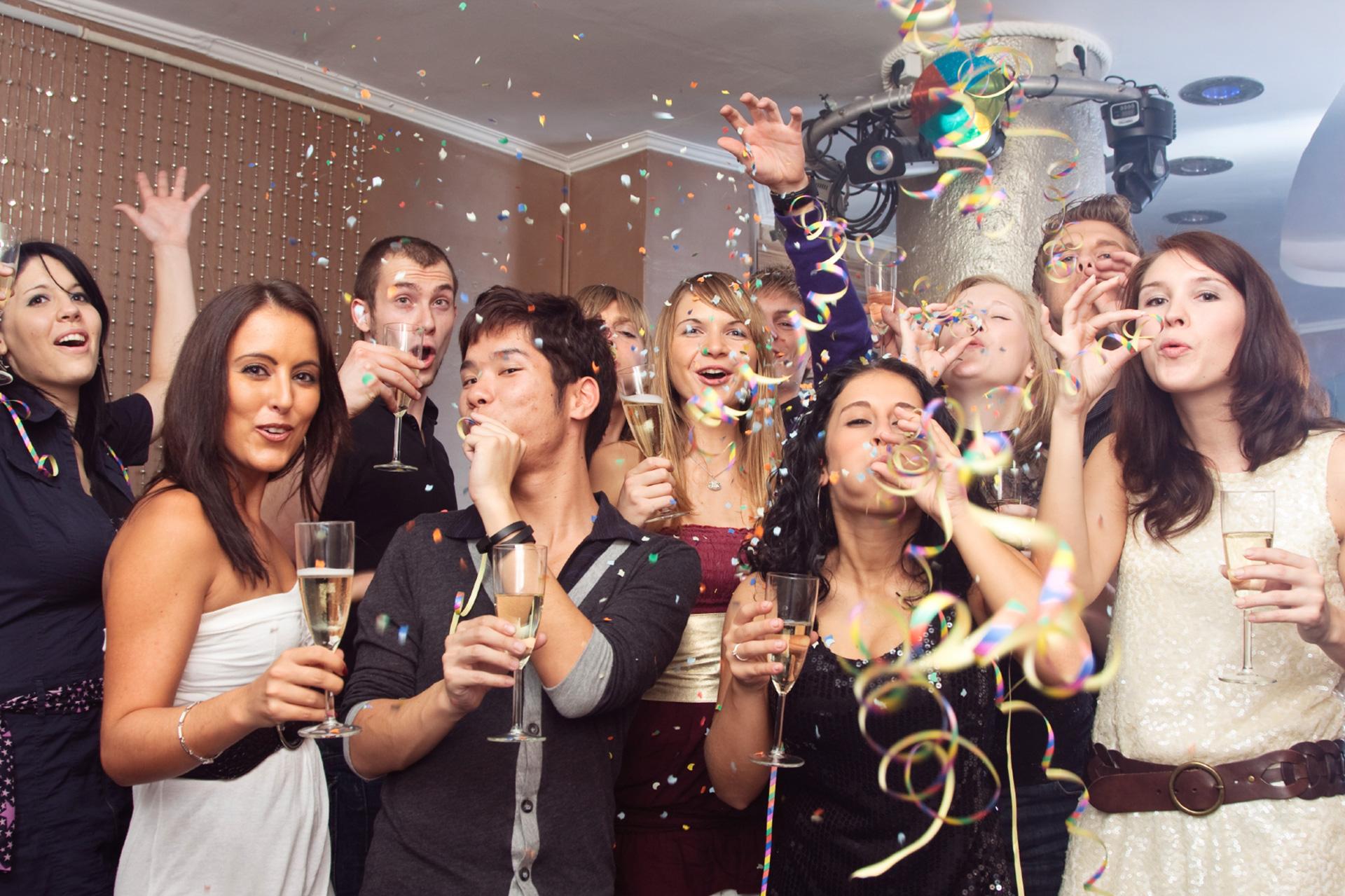фото вечеринок на работе также