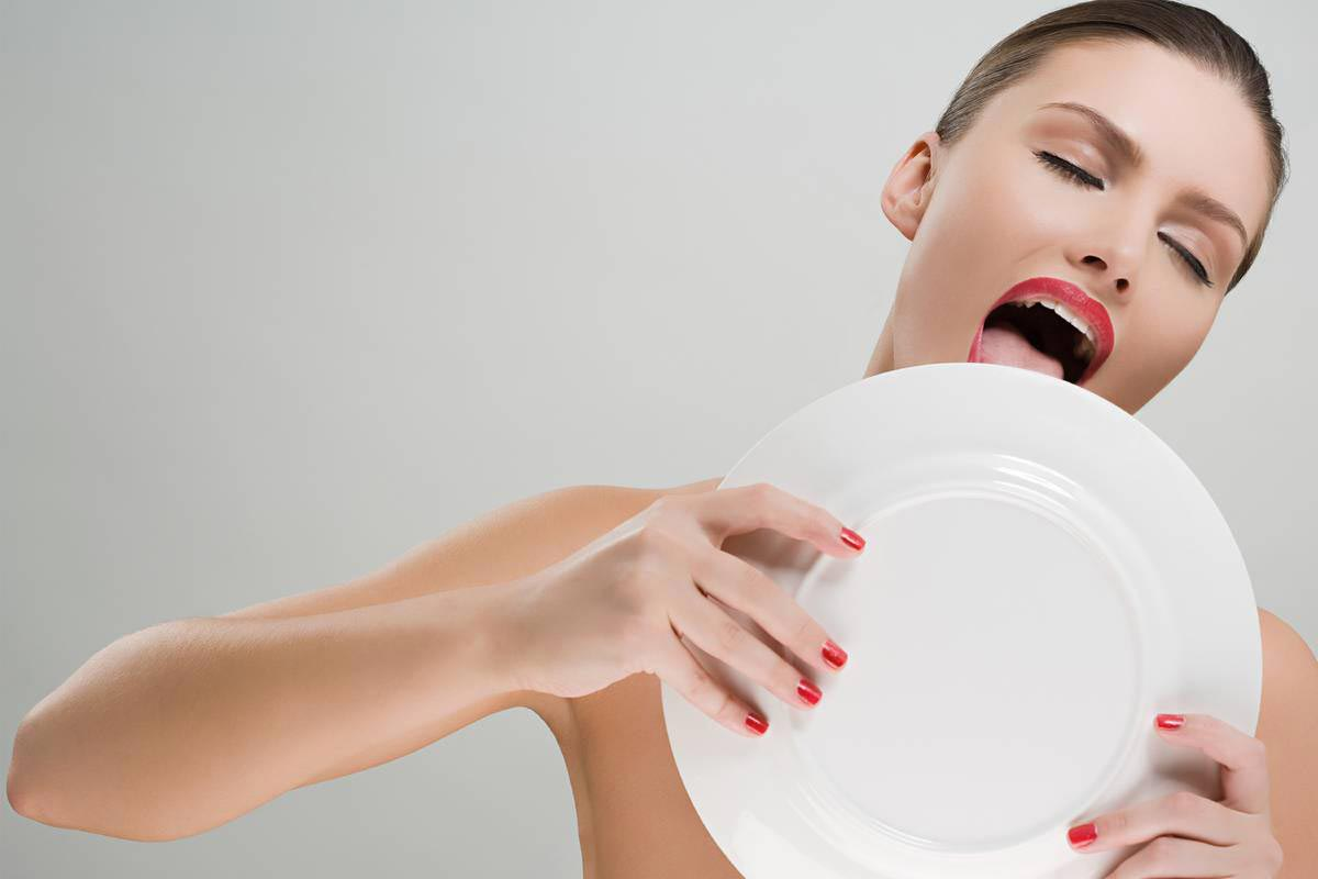 Причин мешающих похудению девушки модели в нижние серги
