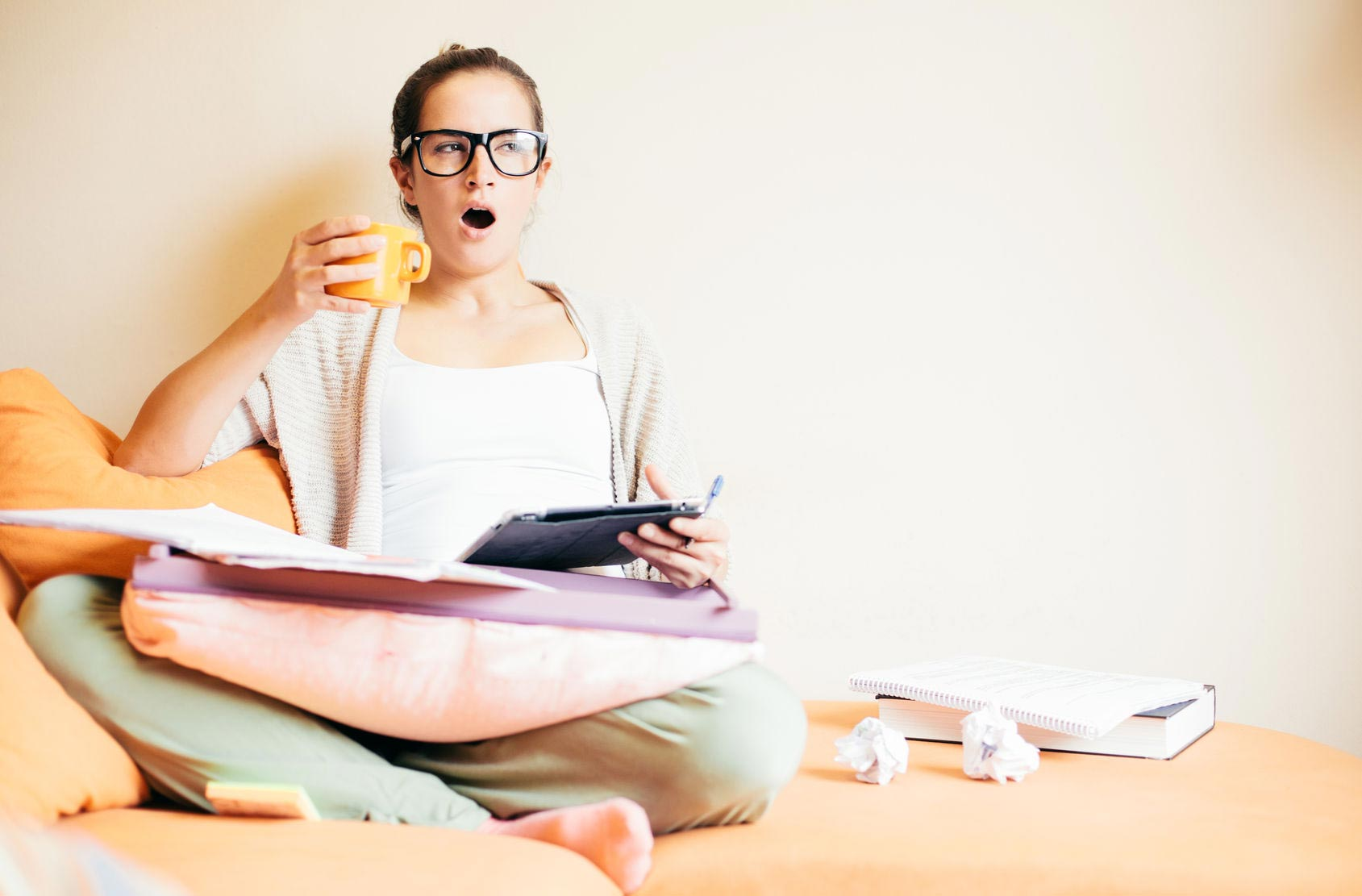 Причин мешающих похудению фото девушек за компьютером за работой