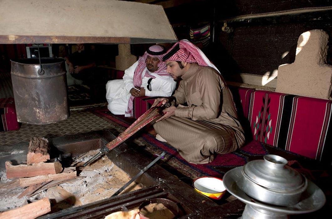 достопримечательности как живут люди в саудовской аравии фото оружие щит